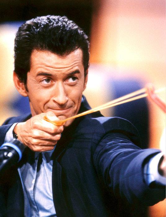 Espiègle. Christophe Dechavanne, sur le plateau d'une des dernières de «Ciel, mon mardi!», le 14mai 1992.