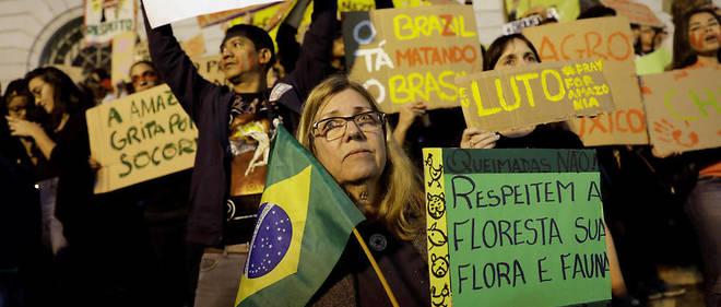 Manifestation contre Bolsonaro à Rio de Janeiro vendredi 23 août. La mobilisation a été tardive, mais massive pour dénoncer ls atteintes à l'environnement du président brésilien.