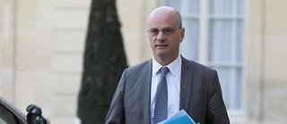 Accusé par les syndicats de rester sourd à leurs revendications, le ministre n'a eu de cesse de répéter en juillet que sa porte était toujours ouverte.
