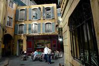 Sur le tournage de « Plus belle la vie » le 25 août 2004.