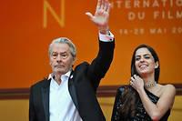 Alain et Anouchka Delon à leur arrivée à Cannes en 2019 où l'acteur a reçu une palme d'or d'honneur.