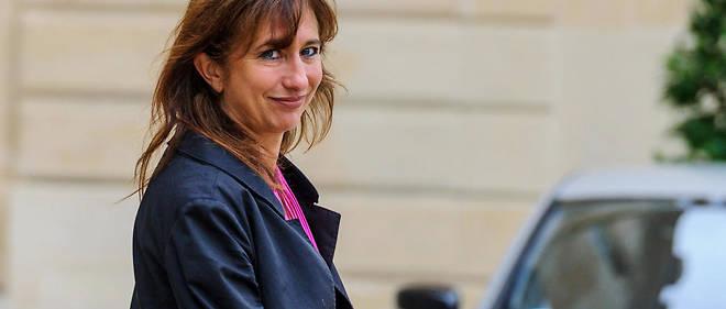 Marie-Claire Carrère-Gée fait campagne pour la mairie de Paris.