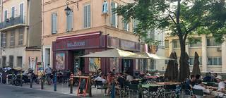 Dans le quartier du Panier à Marseille, le bar des 13 Coins a inspiré celui du Mistral de « Plus belle la vie ».