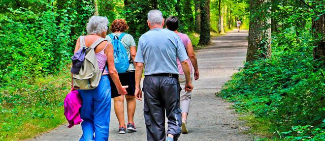 Couple de retraités en balade en Mayenne (Photo d'illustration).
