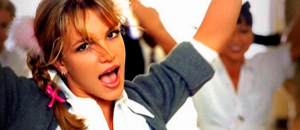 <p>Britney Spears dans le clip (culte) de «...Baby One More Time».</p>