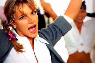 Britney Spears dans le clip (culte) de «...Baby One More Time».
