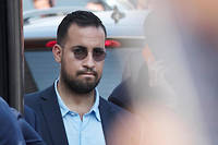 Alexandre Benalla a répété que le pistolet qu'il agitait sur une photo révélée par Mediapart, prise en marge d'un meeting du candidat Macron à Poitiers, était un faux.