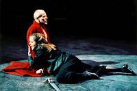 Dominique Blanc (Phèdre) et Pascal Grégory (Thésée) dans « Phèdre » de Racine, mis en scène par Patrice Chéreau en 2003.