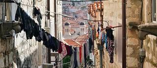 Des personnalités publiques ont rejoint le mouvement né de l'interdiction des cordes à linges dans plusieurs villes de Croatie. (Illustration.)