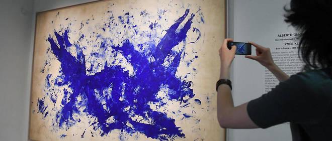 Yves Klein est devenu célèbre grâce à ses bleus. (Illustration)
