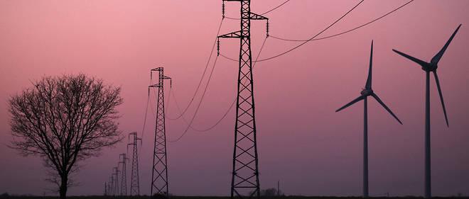 Éoliennes à Campigny (Eure). Le stockage de l'électricité produite par le vent et le solaire est indispensable pour atteindre les objectifs en matière de transition énergétique, mais encore trop peu développé en France.