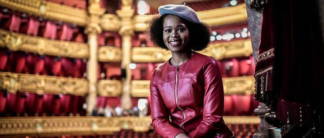 La soprano sud-africaine Pretty Yende interprète uneVioletta Valéry très moderne dans la mise en scène de la Traviata de Simon Stone à l'opéra Garnier.