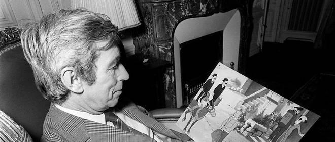L'auteur de bande dessinée Georges Remi, dit Hergé, créateur du personnage de Tintin, lit les dernières aventures de son héros, « Tintin et le lac aux requins », le 07 décembre 1972.