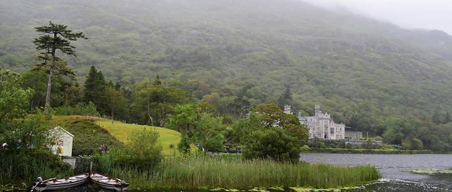 Le site de Kylemore est le plus visité du Connemara. Les sœurs bénédictines sont propriétaires du château et de l'abbaye depuis 1920.