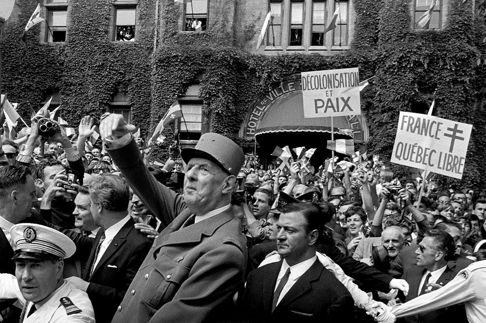 «Vive le Québec libre!» Le 23juillet 1967, à Québec, le général de Gaulle appelle les Québecois à s'émanciper de l'influence anglophone.