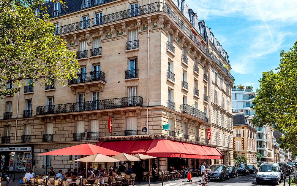 Haut de gamme. A l'angle des avenues de Ségur et de Saxe (Paris 7e). Certaines SCPI choisissent d'investir dans les immeubles haussmanniens des beaux quartiers de la capitale.