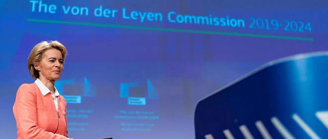 Ursula von der Leyen comprend bien le français mais cherche ses mots pour le parler.