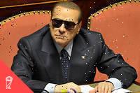 Moins de deux semaines avant les élections législatives, le 11février2013, ce dernier a en effet annoncé sa renonciation à la papauté. Un événement qui a quasiment fait disparaître la campagne électorale des écrans pendant plusieurs jours. Or Berlusconi avait largement axé la sienne, qui marquait son come-back politique, sur la télévision. Au point d'accorder une interview remarquée à un de ses adversaires, le journaliste de télévision Michele Santoro : ce qu'il pouvait craindre, ce n'était pas d'être critiqué à l'antenne, c'était qu'on n'y parle plus de lui. Ce qu'a provoqué la renonciation papale, qui a diminué de 30points de pourcentage sa couverture médiatique dans les jours qui ont suivi. Et, selon Giulia Caprini, lui a coûté environ 2points de pourcentage… alors qu'il ne lui en a manqué que 0,5pour déboucher en tête devant la gauche.