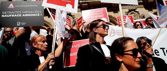 Cette manifestation est doublée d'une grève des audiences qui s'annonce très suivie, avec la quasi-totalité des 164 barreaux français «mobilisés», selon la Conférence des bâtonniers.