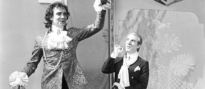 Michel Sardou jouant une scene de << La Cage aux folles >>, en 1982, avec Jean Poiret.