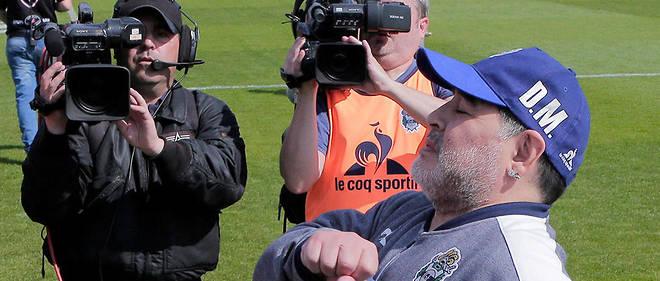 Pour son premier match à la tête du Gimnasia La Plata, Diego Maradona a été battu 1-2, à domicile par le Racing