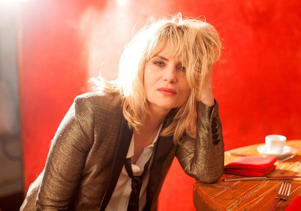 Quoi, ma gueule ? « Dans le rock, on s'en fout d'être belle, d'avoir des rides… », assure Emmanuelle Seigner.