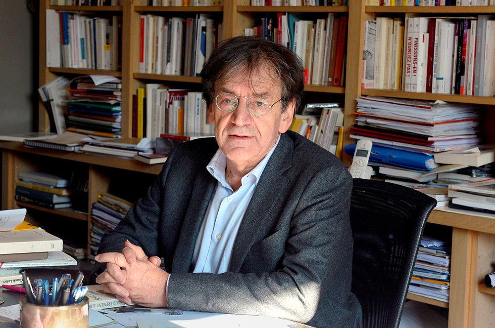 Autobiographe. Alain Finkielkraut à son bureau.