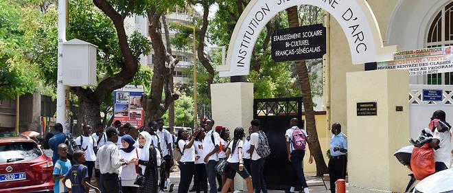 Après plusieurs mois de polémique, l'État obtient la réintégration de 22 filles voilées exclues à la rentrée par l'Institution Sainte-Jeanne-d'Arc de Dakar.