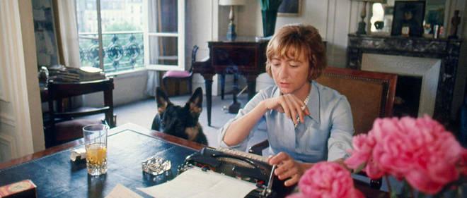 Françoise Sagan à son domicile en 1968.