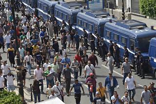 Trois figures de la contestation algérienne ont été arrêtées et emprisonnées pour « atteinte à l'unité nationale ». Elles étaient de toutes les manifestations populaires, chaque vendredi depuis le 22 février.