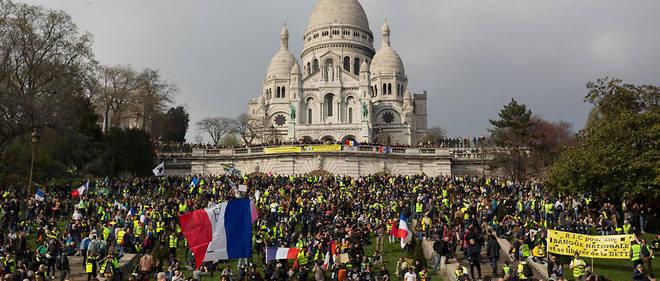 Manifestation des Gilets jaunes à Paris, devant le Sacré-Cœur, le 23 mars 2019.