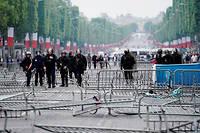 Des policiers sur les Champs-Elysees, le 14 juillet 2019.