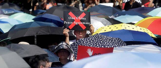 Manifestation de soutien aux manifestants de Hongkong à Taipeh le 16 juin 2019. Pour la présidente de Taïwan Tsai Ing-wen, la stratégie de Pékin vise à faire accepter aux Taïwanais le modèle «un pays, deux systèmes» en vigueur dans l'ancienne colonie britannique.