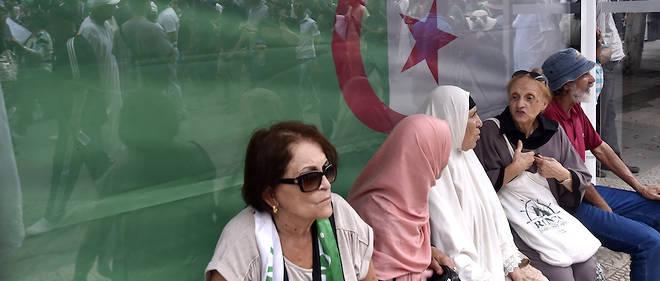 Des Algériens manifestaient pour le 31e vendredi de suite. Dans la Tunisie voisine, on se prépare pour le second tour de la présidentielle.