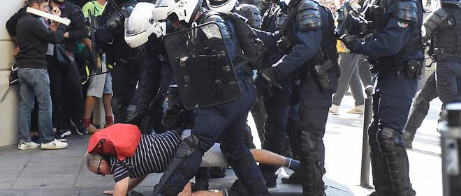 Les manifestants se sont plaints des interventions très musclées des forces de l'ordre.