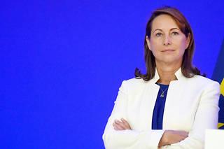 SégolèneRoyal avait justifié qu'elle ne se déplace pas dans le cadre de ces fonctions par le souci de son «bilan carbone».