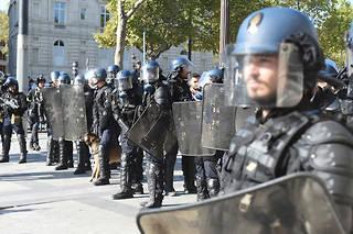 Gilets jaunes: un officier de police en garde à vue pour rébellion