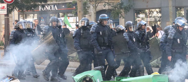 Parmi les personnes arretees figure un capitaine de police en poste au ministere de l'Interieur. Hors service samedi, il manifestait dans la matinee lorsqu'il a ete place en garde a vue pour outrage et rebellion.