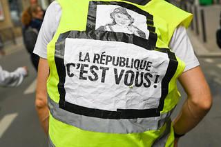 La marche a traversé dans le calme le centre de Bordeaux à la mi-journée, derrière une vingtaine de croix jaunes portant le prénom d'un blessé à Bordeaux (photo d'illustration).