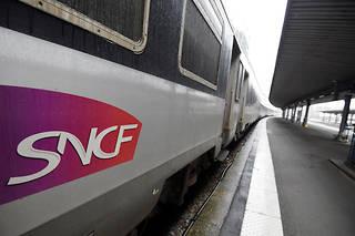 La CGT-Cheminots (1er syndicat de la SNCF) et SUD-Rail (3e) ont appelé à la grève. L'Unsa-Ferroviaire (2e syndicat) a, pour sa part, appelé à manifester, mais pas à cesser le travail.