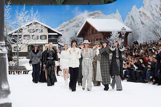 Le final du défilé Chanel automne-hiver 2019-2020 au Grand Palais.