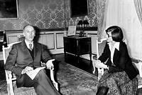Monique Pelletier, alors ministre déléguée à la Condition féminine, avec le président Valéry Giscard d'Estaing.