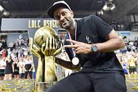 Pour la première fois en France, un club de basket ouvre ses portes à des journalistes sportifs pour une immersion totale dans son intimité.