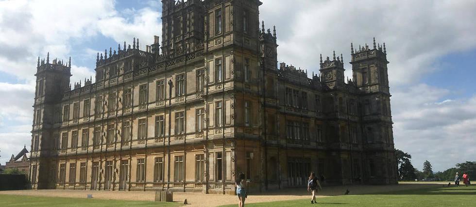 <p>Visite à Highclere Castle, qui sert de décor à la série et au film « Downton Abbey ».</p>