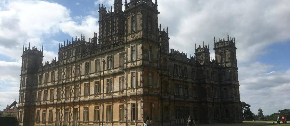 Visite a Highclere Castle, qui sert de decor a la serie et au film << Downton Abbey >>.