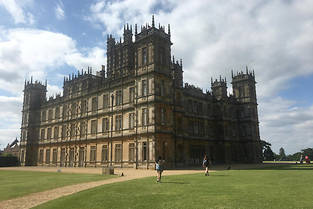 Visite à Highclere Castle, qui sert de décor à la série et au film « Downton Abbey ».