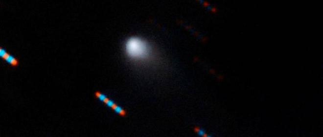 Cette toute première image de la première comète interstellaire officiellement identifiée, nommée 2I/Borisov, a été obtenue dans la nuit du 9 au 10 septembre 2019 à l'aide du spectrographe multi-objets Gemini situé sur le télescope Gemini North du Mauna Kea à Hawaii.