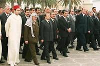 Jacques Chirac avec des leaders du Maghreb lors des obsèques de Habib Bourguiba en avril 2000.