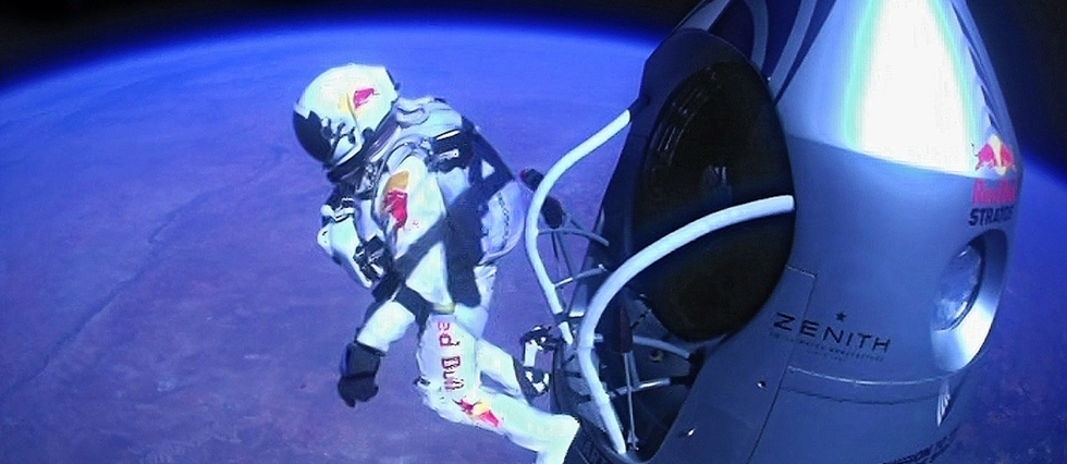<p>14 octobre 2012, un parachutiste de l'extrême s'élance dans le vide à une altitude de 39 km.</p>