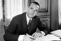 «Vous me prenez pour un con, mais c'est moi qui réussirai le mieux!» aurait lancé Jacques Chirac à l'un de ses condisciples de l'ENA, où il fut élève entre 1957 et 1959.